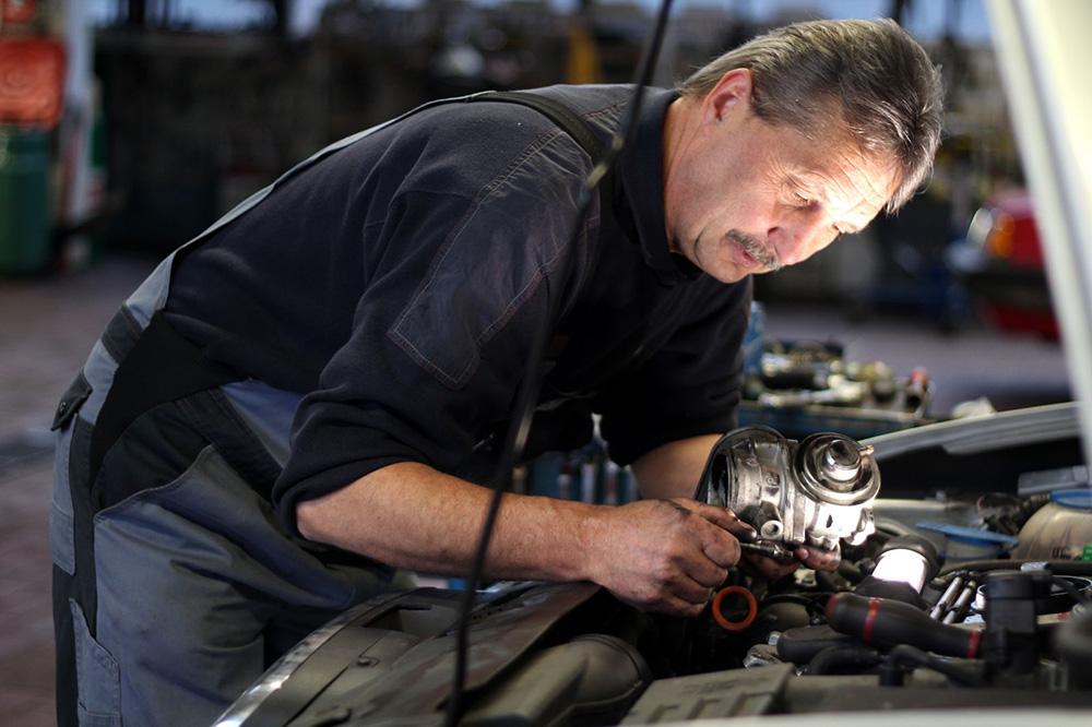Mechaniker   Scheich Car Repair Center