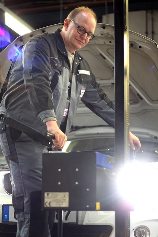Lichttest - Herr Scheich   Scheich Car Repair Center
